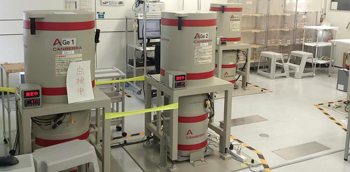 Ge半導体検出器で検査(福島県農業総合センター検査室)